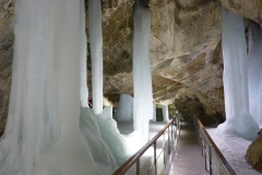 1358868204_demanovska-ice-cave-2